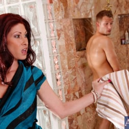 Tiffany Mynx in 'Naughty America' and Bill Bailey in My Friends Hot Mom (Thumbnail 3)