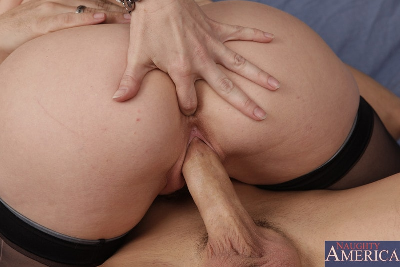 Naughty America 'and Kris Slater in My Friends Hot Mom' starring Rayveness (Photo 7)
