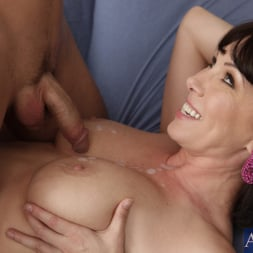 Rayveness in 'Naughty America' and Kris Slater in My Friends Hot Mom (Thumbnail 10)
