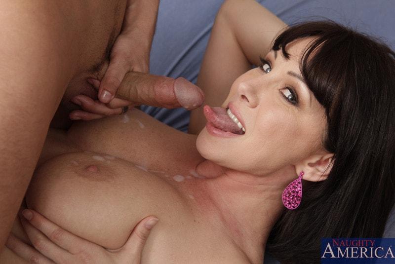Naughty America 'and Kris Slater in My Friends Hot Mom' starring Rayveness (Photo 11)