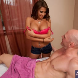 Madison Ivy in 'Naughty America' and Johnny Sins in My Girlfriend's Busty Friend (Thumbnail 3)