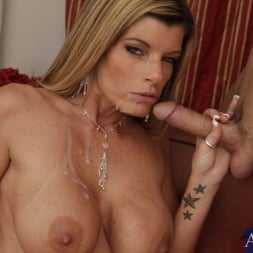 Kristal Summers in 'Naughty America' and Kris Slater in My Friends Hot Mom (Thumbnail 10)