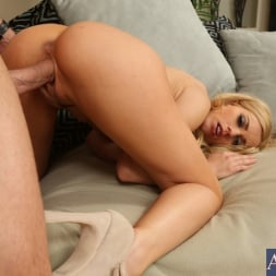 Lexi Belle in 'Naughty America' and Johnny Sins in My Dad's Hot Girlfriend (Thumbnail 10)