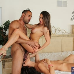Holly Michaels in 'Naughty America' 2 Chicks Same Time (Thumbnail 9)