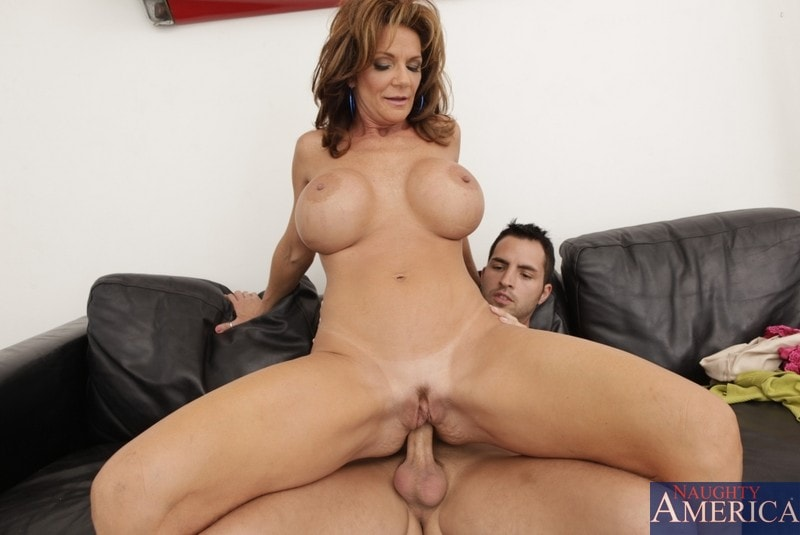 Naughty America 'and Kris Slater in Seduced by a cougar' starring Deauxma (Photo 8)