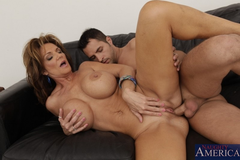 Naughty America 'and Kris Slater in Seduced by a cougar' starring Deauxma (Photo 9)