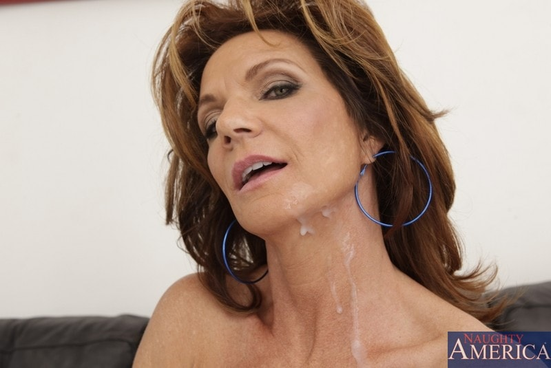 Naughty America 'and Kris Slater in Seduced by a cougar' starring Deauxma (Photo 11)