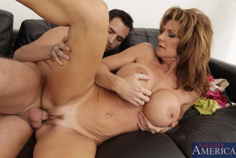 Naughty America 'and Kris Slater in Seduced by a cougar' starring Deauxma (Photo 12)