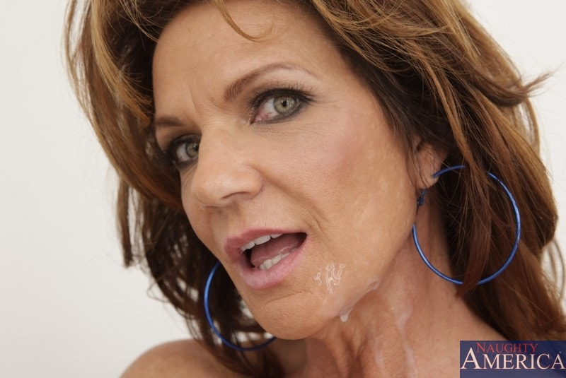Naughty America 'and Kris Slater in Seduced by a cougar' starring Deauxma (Photo 15)