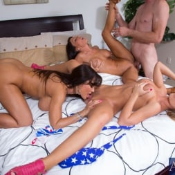 Jessica Jaymes in 'Naughty America' My Sisters Hot Friend (Thumbnail 8)