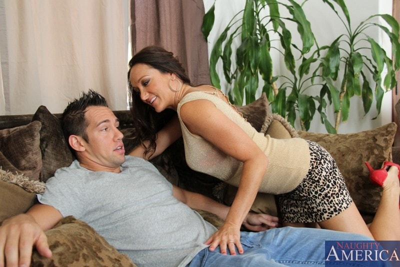 Naughty America 'and Johnny Castle in My Friends Hot Mom' starring Michelle Lay (Photo 2)