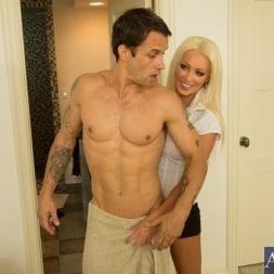 Diana Doll in 'Naughty America' and Alan Stafford in My Friends Hot Mom (Thumbnail 2)