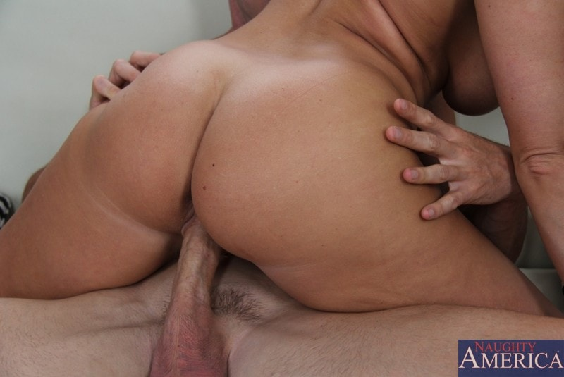 Naughty America 'and Johnny Sins in Seduced by a cougar' starring Devon Lee (Photo 8)