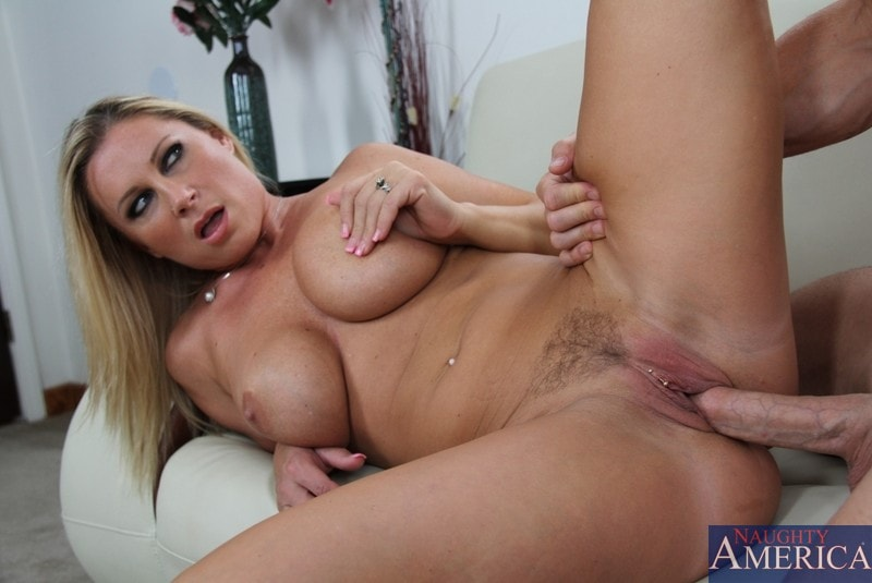 Naughty America 'and Johnny Sins in Seduced by a cougar' starring Devon Lee (Photo 9)