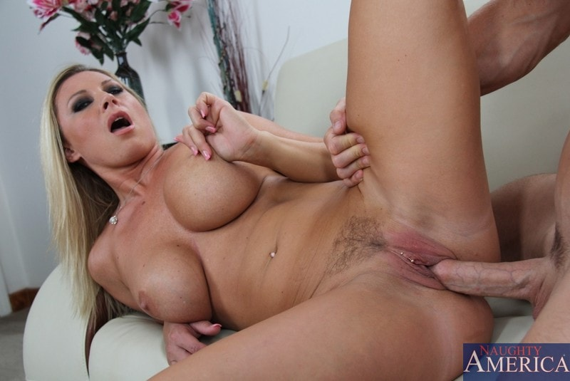 Naughty America 'and Johnny Sins in Seduced by a cougar' starring Devon Lee (Photo 14)