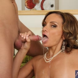 Rebecca Bardoux in 'Naughty America' and Kris Slater in My Friends Hot Mom (Thumbnail 11)