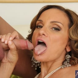 Rebecca Bardoux in 'Naughty America' and Kris Slater in My Friends Hot Mom (Thumbnail 14)