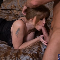 Darla Crane in 'Naughty America' and Billy Hart in My Friends Hot Mom (Thumbnail 3)