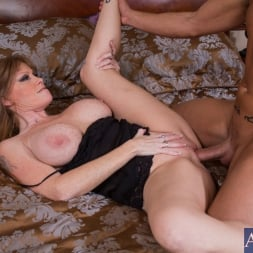 Darla Crane in 'Naughty America' and Billy Hart in My Friends Hot Mom (Thumbnail 4)