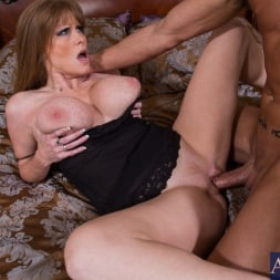 Darla Crane in 'Naughty America' and Billy Hart in My Friends Hot Mom (Thumbnail 15)