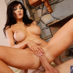 Diana Prince in 'Naughty America' and Jordan Ash in Seduced by a cougar (Thumbnail 5)