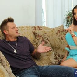 Rachel Roxxx in 'Naughty America' and Bill Bailey in My Dad's Hot Girlfriend (Thumbnail 1)