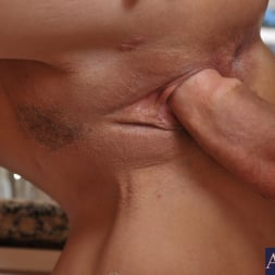 Syren De Mer in 'Naughty America' and Alan Stafford in My Friends Hot Mom (Thumbnail 5)
