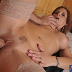 Syren De Mer in 'Naughty America' and Alan Stafford in My Friends Hot Mom (Thumbnail 9)