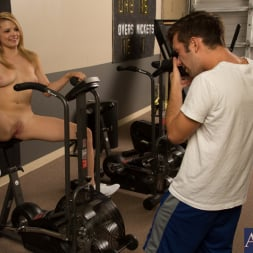 Stella Banxxx in 'Naughty America' and Logan Pierce in Fast Times (Thumbnail 1)