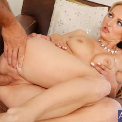 Natasha Starr in 'Naughty America' and Ramon Nomar in I Have a Wife (Thumbnail 7)