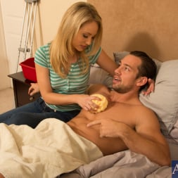 Charlee Monroe in 'Naughty America' and Johnny Castle in My Dad's Hot Girlfriend (Thumbnail 13)