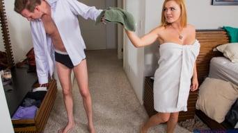 Krissy Lynn en 'and Mark Wood in My Wife's Hot Friend'