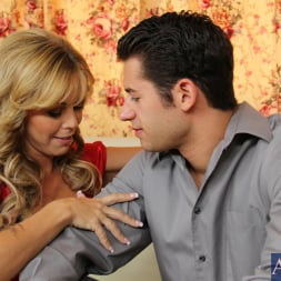Amber Lynn Bach in 'Naughty America' and Giovanni Francesco in Seduced by a cougar (Thumbnail 3)