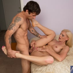 Darryl Hanah in 'Naughty America' and Alan Stafford in My Friends Hot Mom (Thumbnail 15)