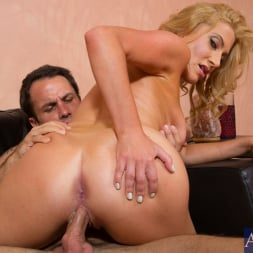 Jennifer Best in 'Naughty America' and Alan Stafford in My Friends Hot Mom (Thumbnail 7)