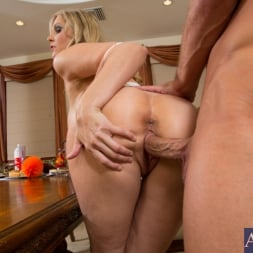 Julia Ann in 'Naughty America' and Bill Bailey in My Dad's Hot Girlfriend (Thumbnail 14)