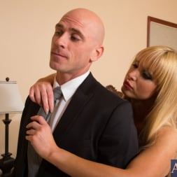 Nikki Benz in 'Naughty America' and Johnny Sins in My Dad's Hot Girlfriend (Thumbnail 1)