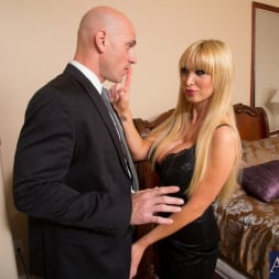 Nikki Benz in 'Naughty America' and Johnny Sins in My Dad's Hot Girlfriend (Thumbnail 3)
