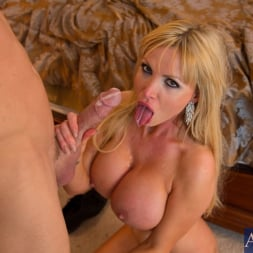 Nikki Benz in 'Naughty America' and Johnny Sins in My Dad's Hot Girlfriend (Thumbnail 15)