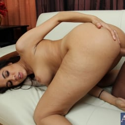 Isis Taylor in 'Naughty America' and Bill Bailey in Housewife 1 on 1 (Thumbnail 15)