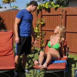 Holly Claus in 'Naughty America' and Jimmy Legend in My Friends Hot Mom (Thumbnail 1)