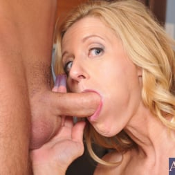 Holly Claus in 'Naughty America' and Jimmy Legend in My Friends Hot Mom (Thumbnail 6)