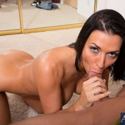 Rachel Starr in 'Naughty America' and Bill Bailey in My Dad's Hot Girlfriend (Thumbnail 5)