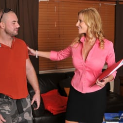 Holly Claus in 'Naughty America' and Mirko in Seduced by a cougar (Thumbnail 1)