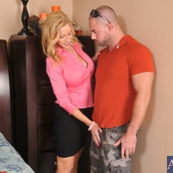 Holly Claus in 'Naughty America' and Mirko in Seduced by a cougar (Thumbnail 3)