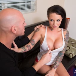 Christy Mack in 'Naughty America' and Johnny Sins in My Girlfriend's Busty Friend (Thumbnail 2)
