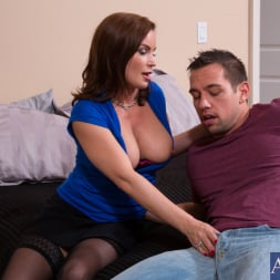 Diamond Foxxx in 'Naughty America' and Johnny Castle in Seduced by a cougar (Thumbnail 4)