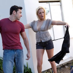 Jessie Cash in 'Naughty America' and Ryan Driller in My Friends Hot Mom (Thumbnail 2)