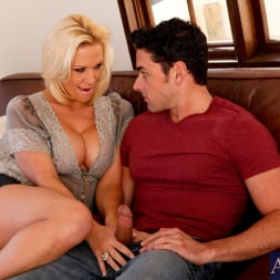 Jessie Cash in 'Naughty America' and Ryan Driller in My Friends Hot Mom (Thumbnail 3)