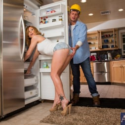 Brooklyn Lee in 'Naughty America' and Bill Bailey in My Wife's Hot Friend (Thumbnail 1)